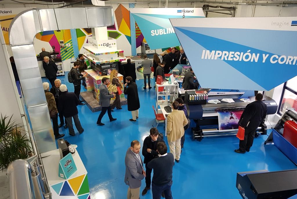Visita a la empresa Roland DG Iberia durante el V Congreso de FESPA España.